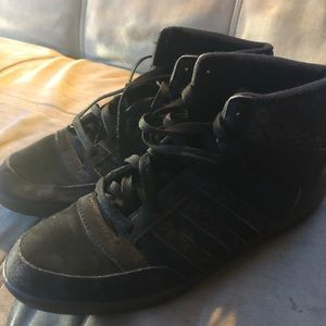 Adidas size 9 gym shoe bootie/high top